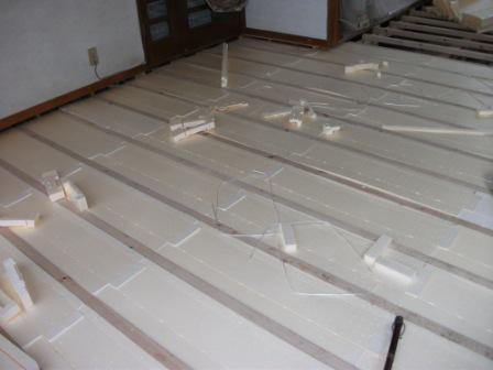 床暖房工事終了☆_c0152341_2363719.jpg