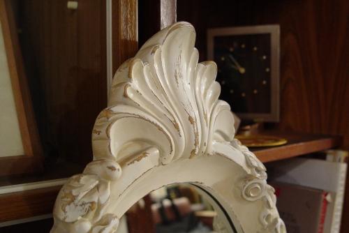 素敵な白い鏡・イタリアの大きなビン・小ぶりで渋いフォトフレーム入荷!!_a0096367_2241159.jpg