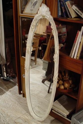 素敵な白い鏡・イタリアの大きなビン・小ぶりで渋いフォトフレーム入荷!!_a0096367_2241929.jpg