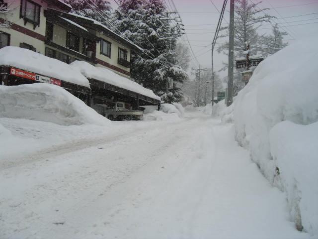 ほいほい また雪_a0140584_9582426.jpg