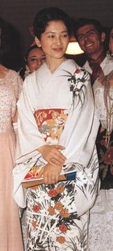 写真集 美智子さまのお着物/朝日新聞社編_f0134963_17215097.jpg