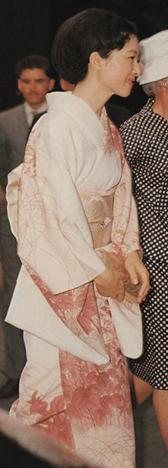写真集 美智子さまのお着物/朝日新聞社編_f0134963_17223563.jpg