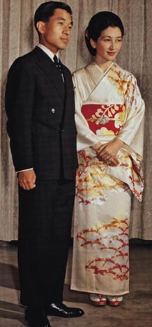 写真集 美智子さまのお着物/朝日新聞社編_f0134963_172411100.jpg