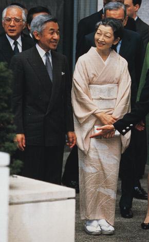 写真集 美智子さまのお着物/朝日新聞社編_f0134963_17334639.jpg