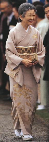 写真集 美智子さまのお着物/朝日新聞社編_f0134963_17344874.jpg