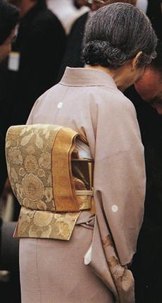 写真集 美智子さまのお着物/朝日新聞社編_f0134963_17362076.jpg