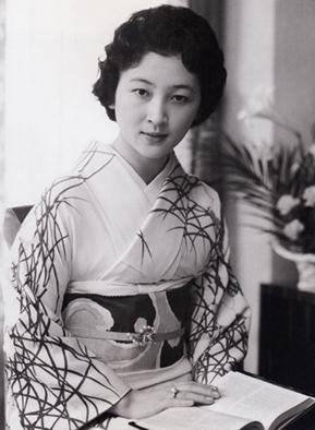 写真集 美智子さまのお着物/朝日新聞社編_f0134963_17404337.jpg