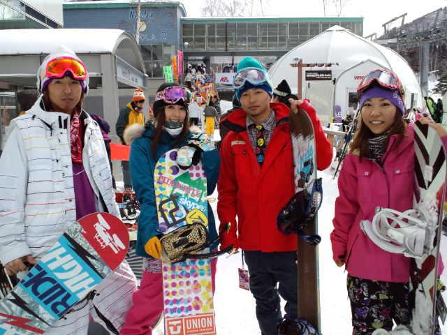 苗場スキー場には人が集まる♪_c0151965_11544360.jpg