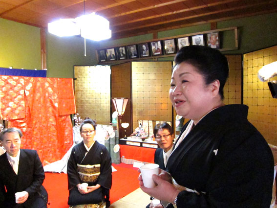 津大門のお雛さまが榊原温泉のお雛さまに_b0145257_18351599.jpg