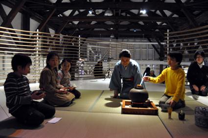 シリーズアート子ども茶会 2009 〜友達とお茶会をやろう〜②_e0118827_18222366.jpg