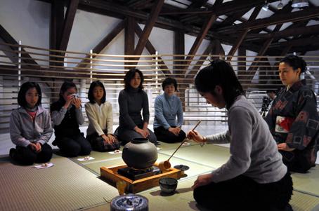 シリーズアート子ども茶会 2009 〜友達とお茶会をやろう〜②_e0118827_18253368.jpg