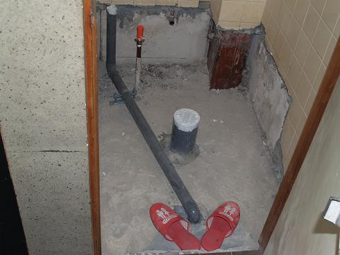 トイレ改装 初日_a0164633_1814531.jpg