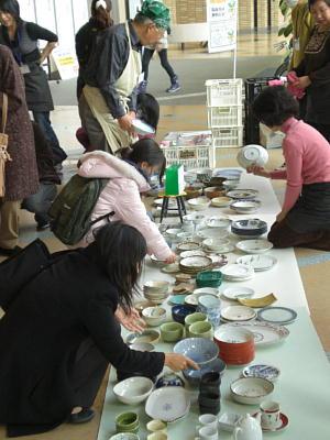生駒市北コミュニティーセンター「はばたき」『もったいない陶器市』報告 2009年12月17日『関西活動本部』_c0206588_18382447.jpg