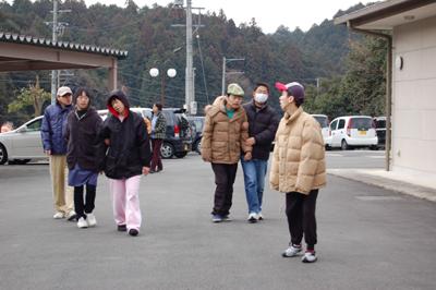 散歩と機能訓練_a0154110_10163524.jpg