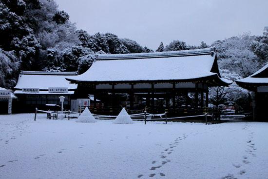 上賀茂神社 雪景色_e0048413_21351925.jpg