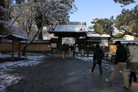 雪の金閣寺_e0048413_2243056.jpg