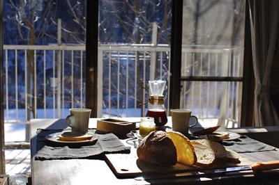 外の景色を見ながらの朝食_c0110869_22224422.jpg