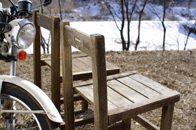 古い椅子をきれいに洗う_c0110869_22322016.jpg