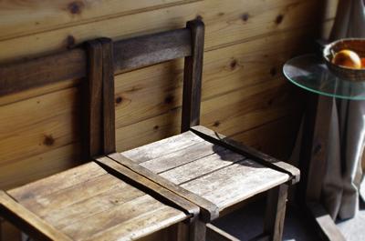 古い椅子をきれいに洗う_c0110869_22324391.jpg