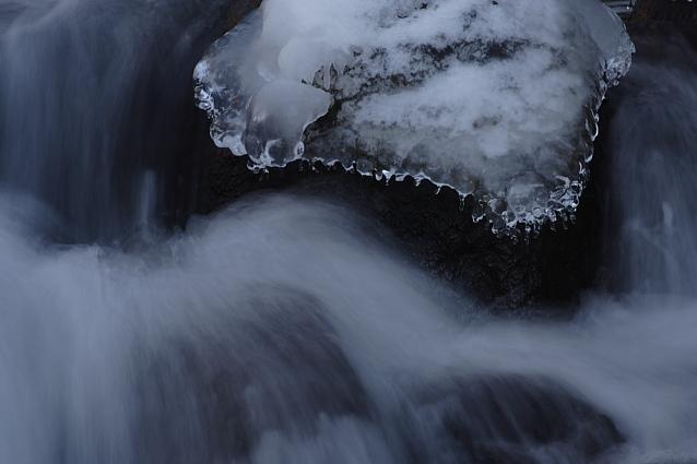 清里・川俣東沢渓谷の吐竜の滝 その2_e0165983_1603444.jpg