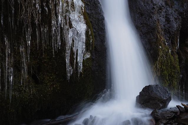 清里・川俣東沢渓谷の吐竜の滝 その2_e0165983_1642611.jpg