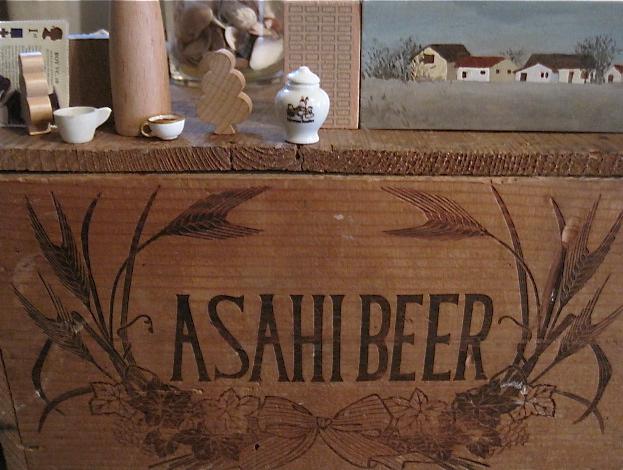 ASAHI BEERの箱のある一画_d0101846_7222071.jpg