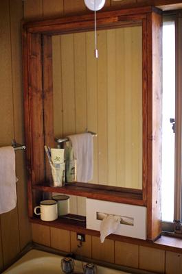 DIYで洗面所に鏡を取り付ける_c0110869_13594152.jpg