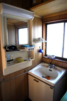 DIYで洗面所に鏡を取り付ける_c0110869_1401530.jpg