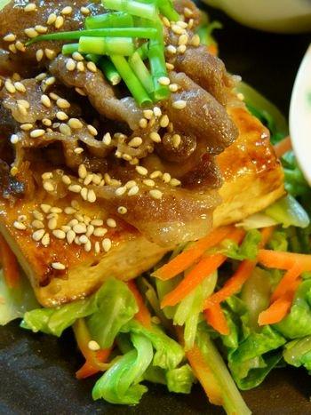 お肉少なめでも満足 Σd(ゝ∀・) 豆腐ステーキ焼き肉のっけ♪_c0139375_14391275.jpg