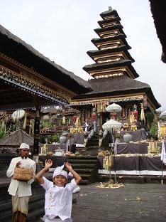 ブサキ寺院 プラ・バスキアンへお参り_a0120328_1613519.jpg
