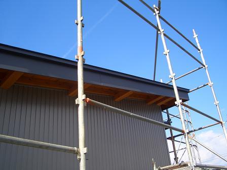 住宅屋根 破風板 ガルバリウム鋼板巻き込み_b0146238_17294.jpg