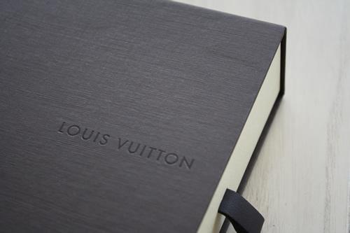 ソウルで買ったもの:ヴィトン ダミエ・アズールのお財布_d0153459_21443294.jpg