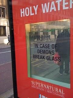 イギリスのプロモ、おかしすぎる(笑)_b0064176_2144487.jpg
