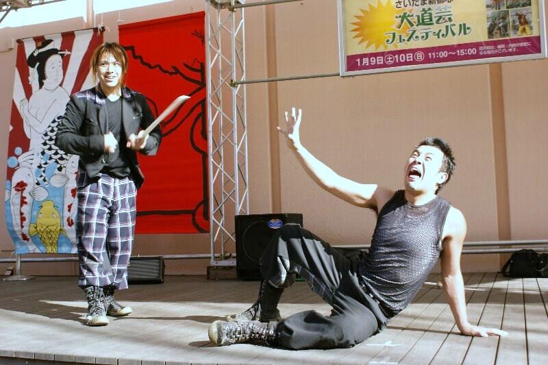 コメディアクロバット&ダンス 『 GABEZ 』_a0122932_1238216.jpg