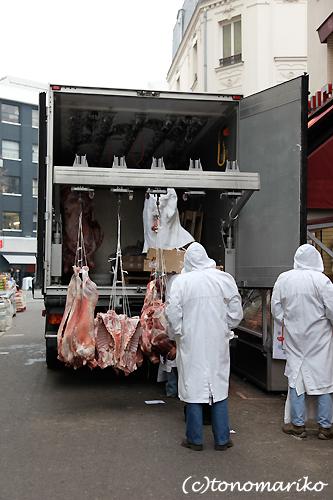 巨大肉の積み降ろし_c0024345_2113129.jpg