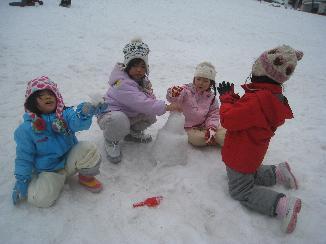 2/10に4,5歳児クラス一緒に雪遊びにいってきました!_c0151262_1301086.jpg