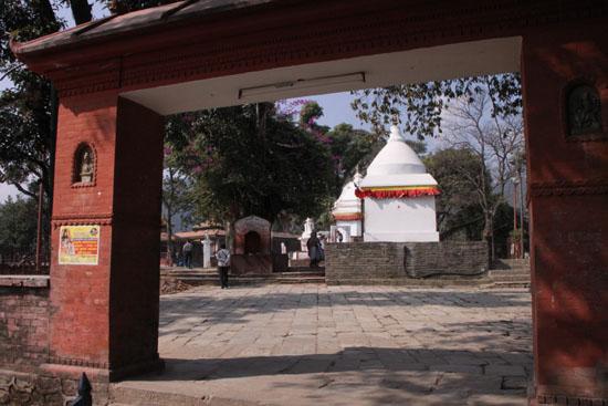 ネパールを歩く1、ポカラ ヒンドゥバシニ寺院など_e0048413_1027253.jpg