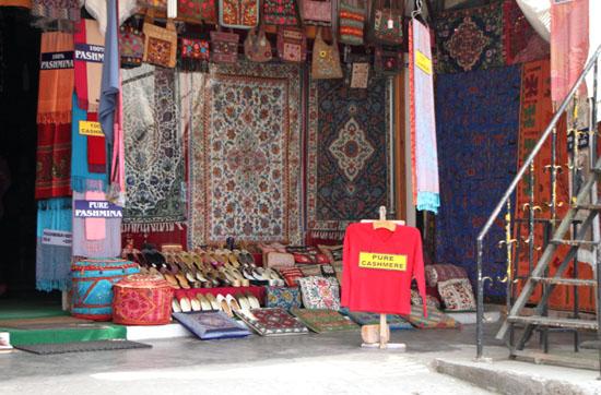 ネパールを歩く2 ポカラ オールドバザール_e0048413_2117548.jpg