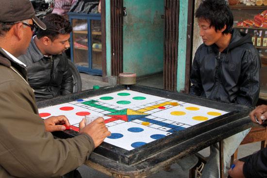 ネパールを歩く3 ポカラの街並み_e0048413_22285569.jpg