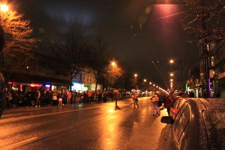 オリンピック聖火ランナーが近所を通過♪_d0129786_6121087.jpg