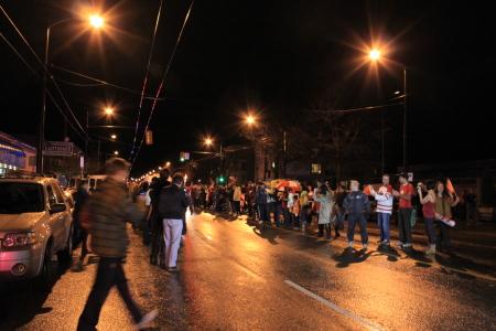オリンピック聖火ランナーが近所を通過♪_d0129786_6165155.jpg