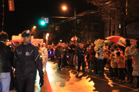 オリンピック聖火ランナーが近所を通過♪_d0129786_618507.jpg