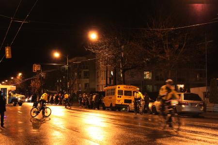 オリンピック聖火ランナーが近所を通過♪_d0129786_651640.jpg