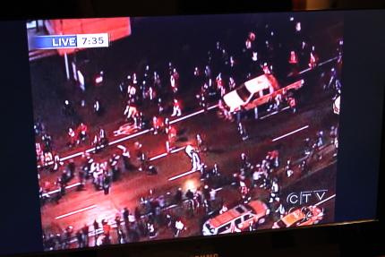 オリンピック聖火ランナーが近所を通過♪_d0129786_7125269.jpg