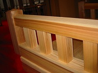 結婚式場の神殿の木橋と披露宴会場の家具をつくりました。_e0157606_18202947.jpg