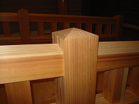 結婚式場の神殿の木橋と披露宴会場の家具をつくりました。_e0157606_18204047.jpg