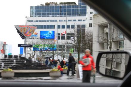 オリンピック2日目のダウンタウンの風景は?_d0129786_1340519.jpg