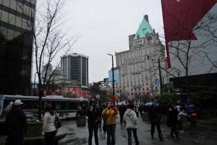 オリンピック2日目のダウンタウンの風景は?_d0129786_13414411.jpg