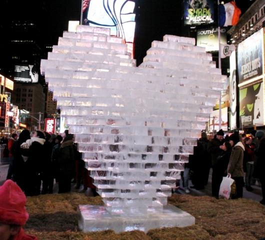 NYのタイムズ・スクエアの愛をテーマにしたアート作品まとめ_b0007805_5561236.jpg