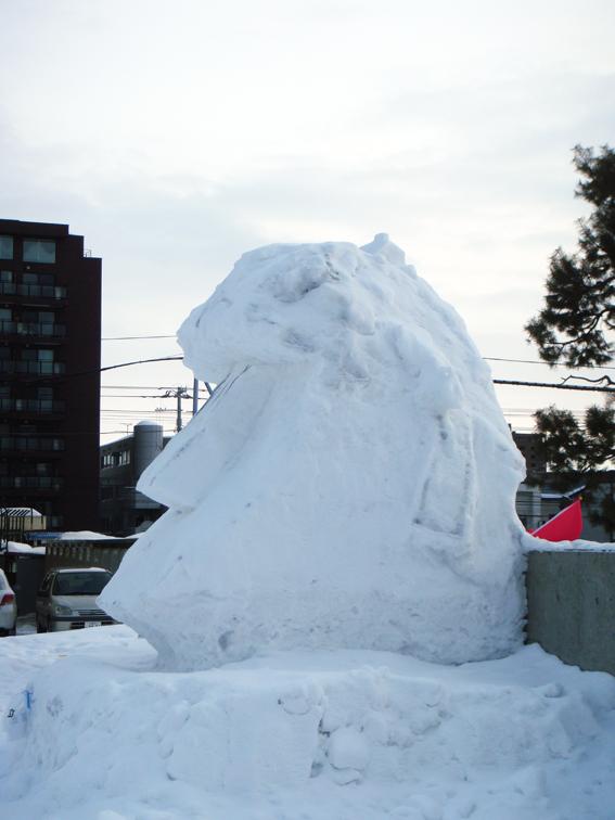西高の雪像_f0160407_6273541.jpg